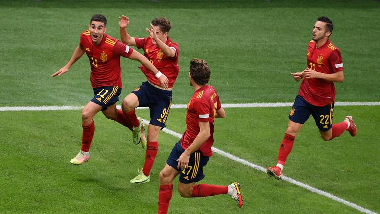 Italija izgubila nakon 37 susreta bez poraza! Španjolci su se s igračem više revanširali za EP