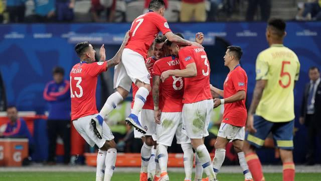 VAR poništio dva gola, Čile tek nakon penala u polufinalu Cope