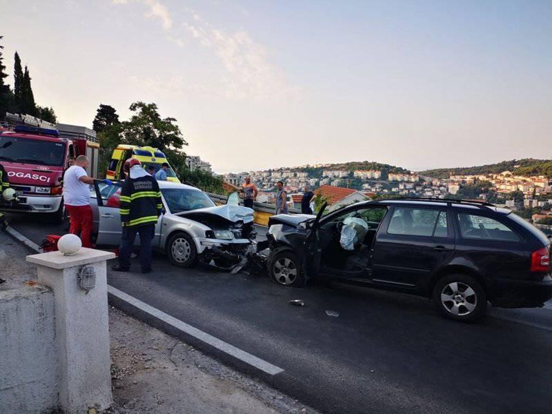 Frontalni sudar u Dubrovniku: Nekoliko ljudi završilo u bolnici
