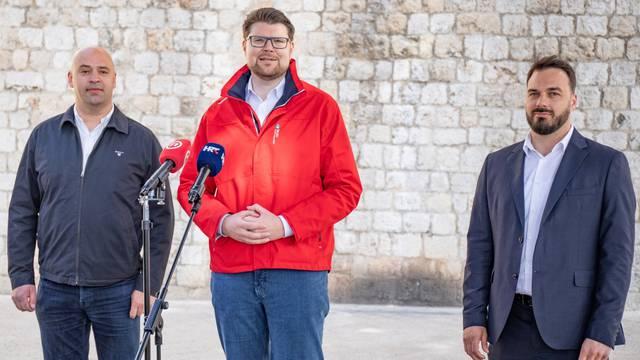 Dubrovnik: Peđa Grbina na konferenciju pružio podršku kandidaturi Ivana Tropana