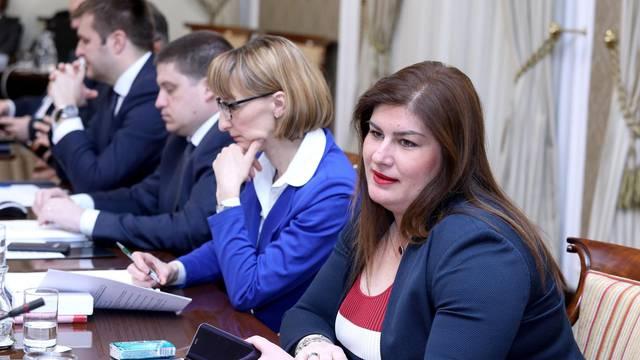 Zagreb: Vlada raspravljala o željeznicama i pružanju lučkih usluga