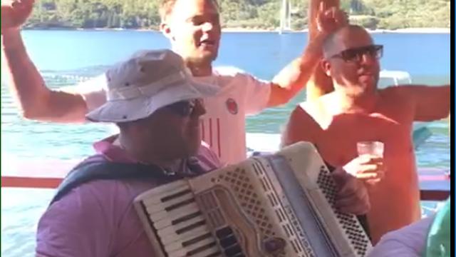 Nijemci napali Neuera: Pjeva pjesmu koja veliča fašizam; Neuer: Nisam znao što pjevam