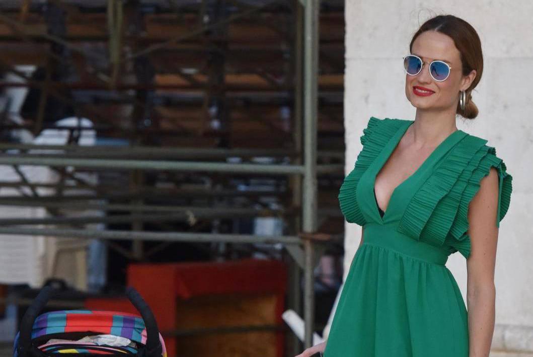 Šibenik: Maja Cvjetković prošetala gradom s kćerkicom Vitom