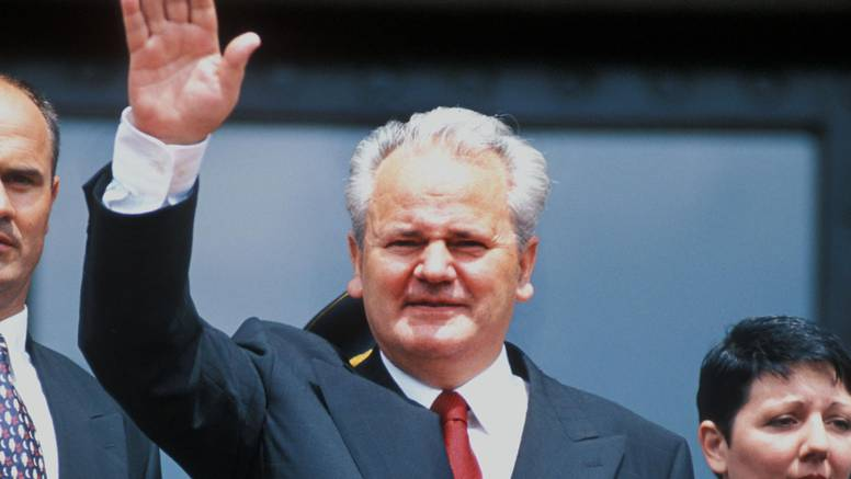 Prije 15 godina umro je zločinac Slobodan Milošević. Pokopali su ga u dvorištu ispod stare lipe