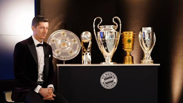 FC Bayern Munich Players And Staff Watch FIFA The BEST Awards.