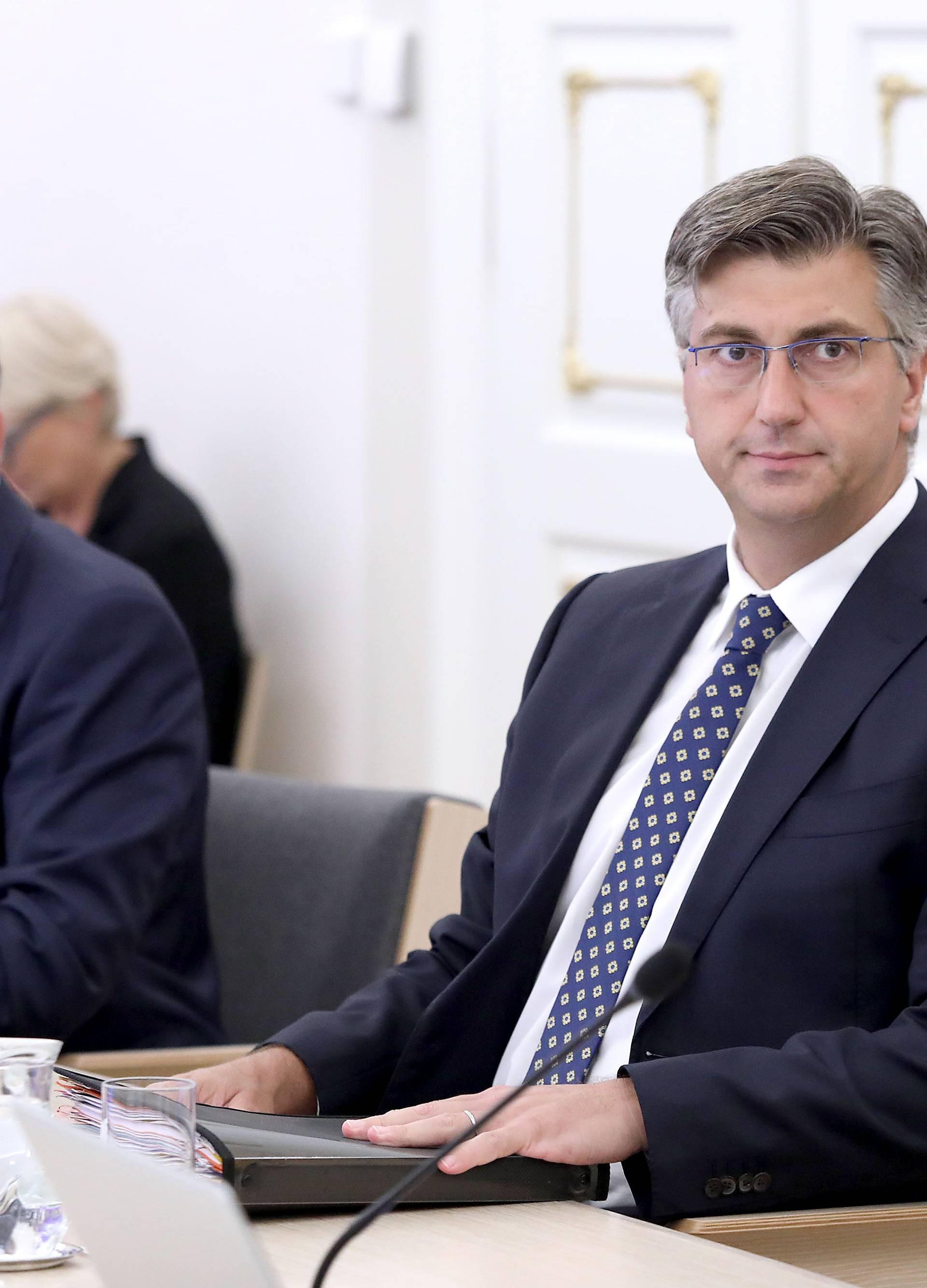 Zagreb: Na 176. sjednici Vlade raspravljalo se o referendumu 67 je previše