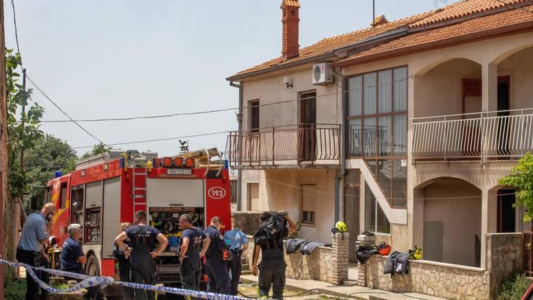 Smrtno stradao u požaru kuće, uzrok je kvar utičnice: Vatra se proširila na čitav prostor