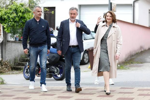Zagreb: Miroslav Škoro glasovao je na lokalnim izborima