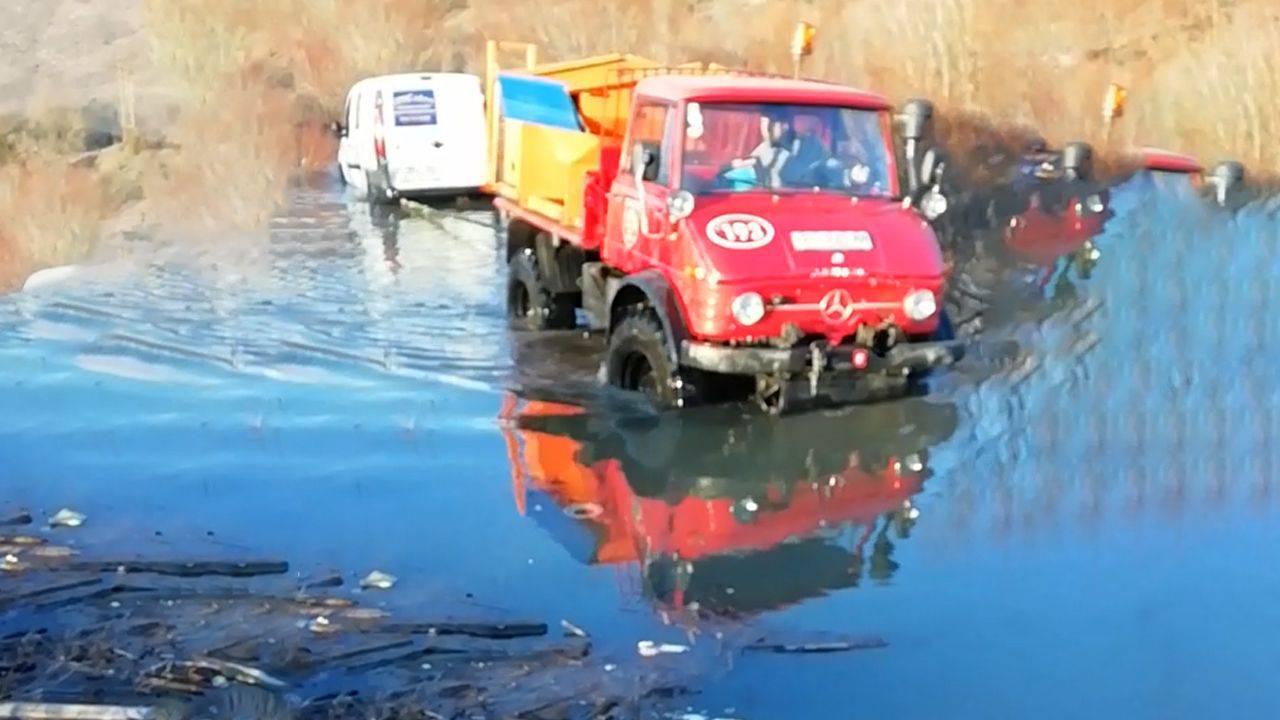 Zapeli su autom u metar i pol dubokoj vodi: Stigli vatrogasci