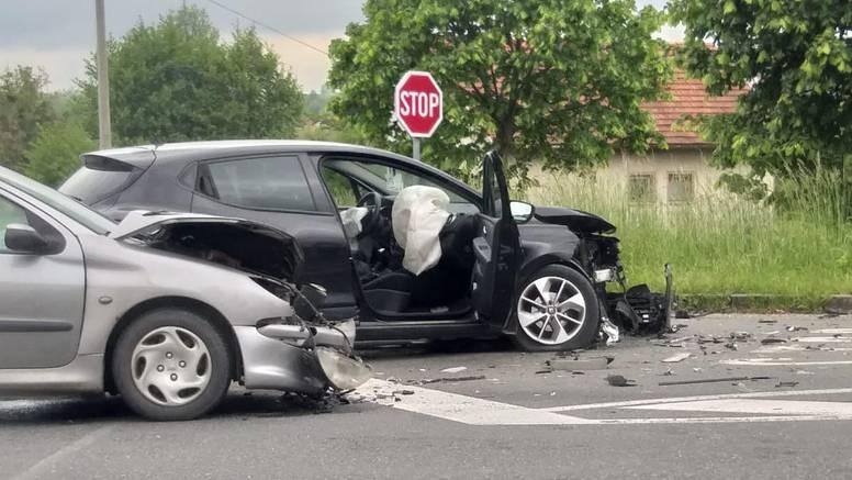 Četvero ozlijeđenih u sudaru dva auta kod Novog Marofa