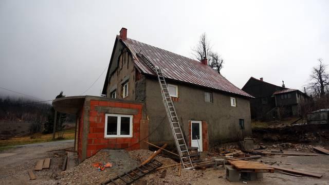 Tragedija kraj Fužina: Popravljao krov i poginuo