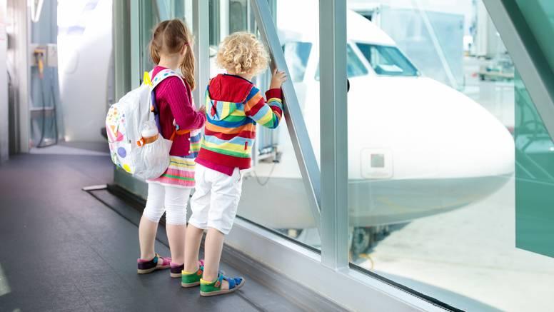 Top savjeti za što bezbolniji let s djecom: Vrijeme za spavanje vrijedi i u avionu, opustite se...