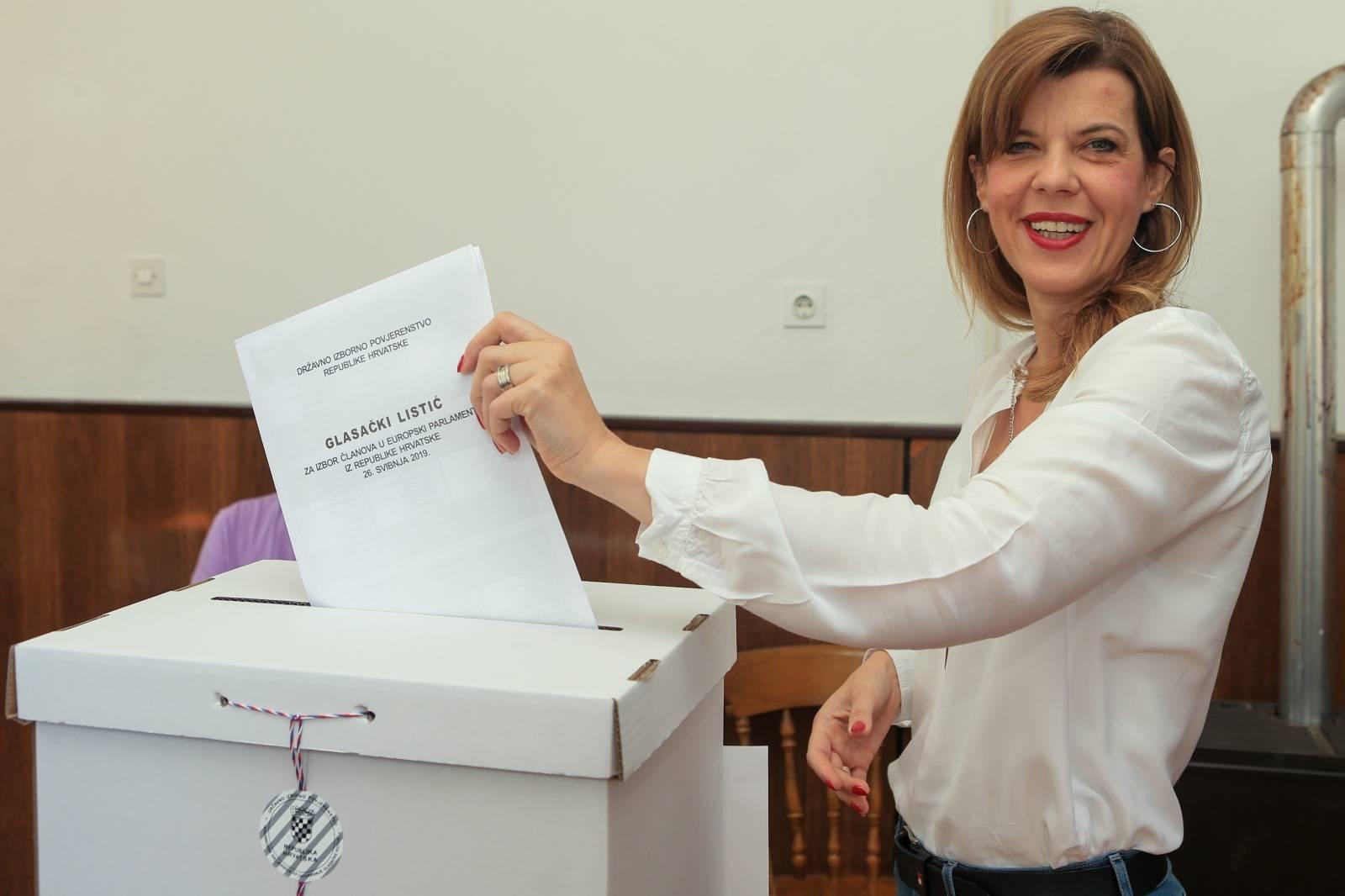 Osijek: Biljana Borzan glasovala na izborima za EU parlament