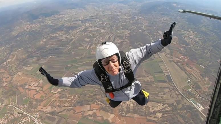 Ibrahim (86) iz Tuzle  najstariji je aktivni padobranac u Europi: I liječnici se dive mojoj formi...
