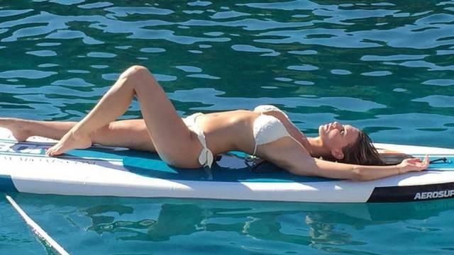 Prkosi vrućini: Vanja je seksi fotkom 'zapalila' Instagram