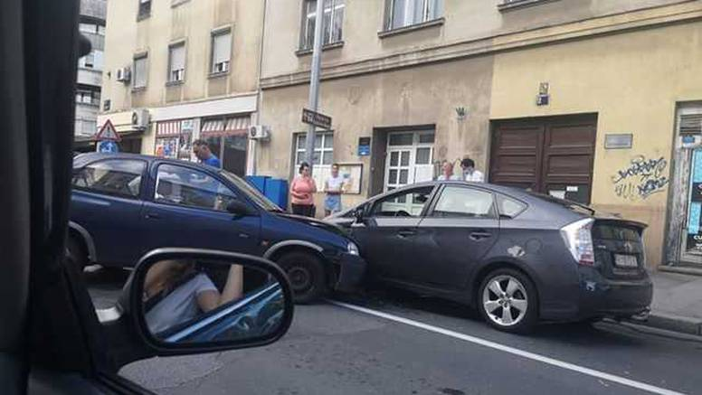 Kaos na križanju Selske i Ilice: Zbog sudara nastala prometna gužva na cesti