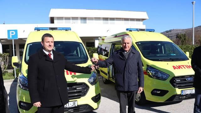 Vrijedne donacije: Hitne u Blatu i Korčuli dobile su nova vozila