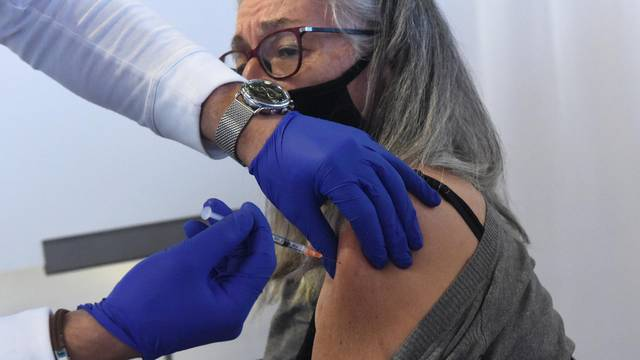 Israel Starts COVID-19 Vaccinations For Citizens In Jerusalem