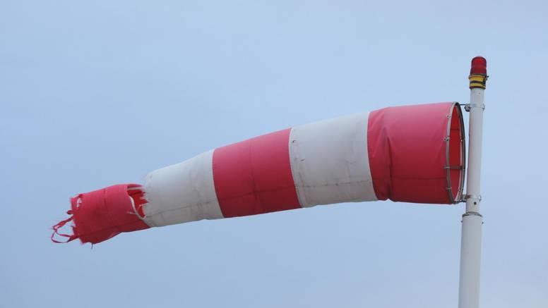 HAK upozorava: Zbog vjetra zabrana prometa za I. skupinu vozila na Jadranskoj magistrali