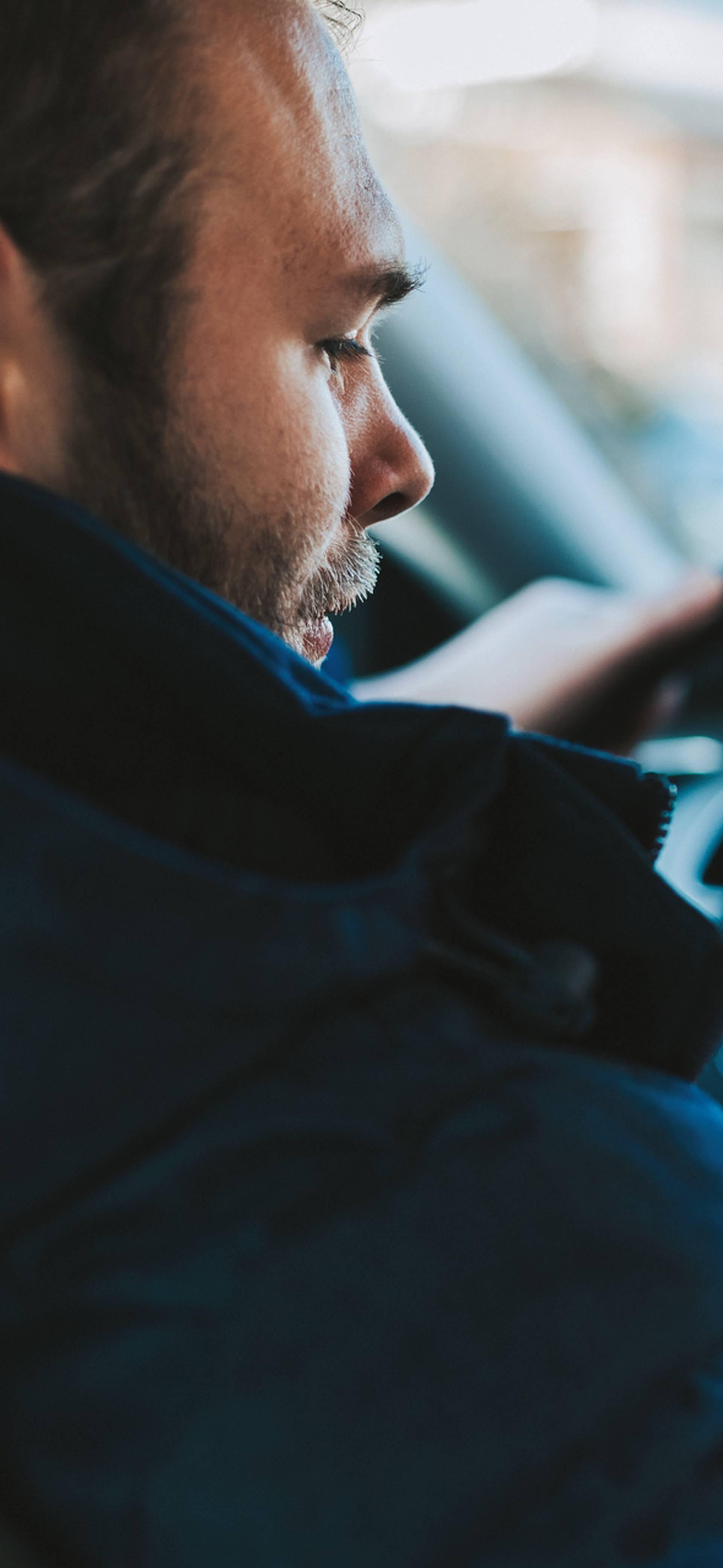 Ovih 10 stvari nikako ne biste trebali raditi dok vozite auto