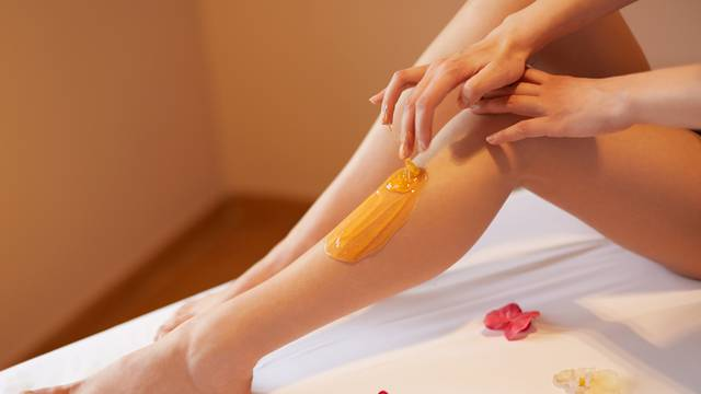 Trikovi za depilaciju šećernom pastom i voskom - bit će lakše