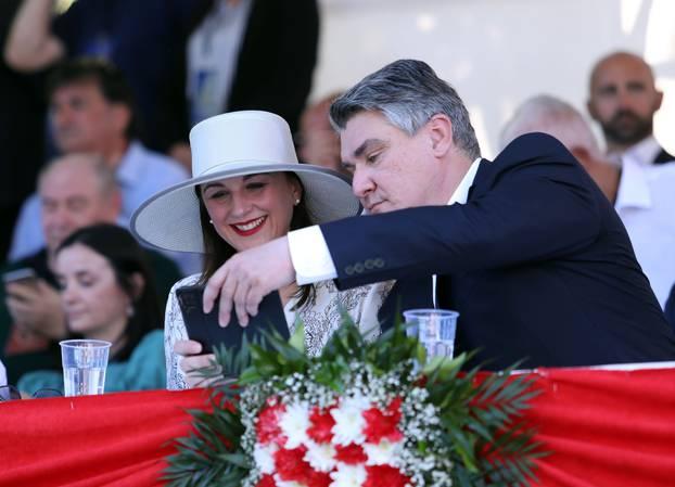 Predsjednik sa suprugom snimio selfie za uspomenu s Alke