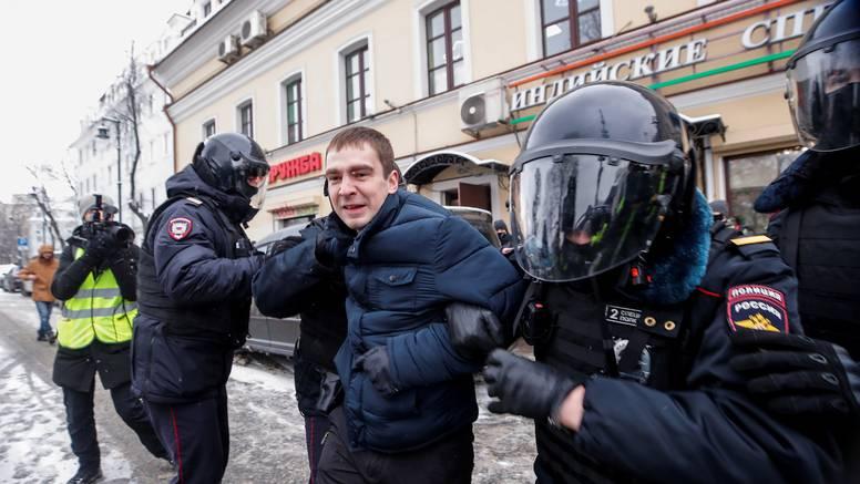 Rusija: Rasporedit će čuvare po školama kako bi osigurali da učenici više ne idu na prosvjede