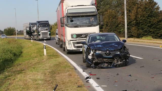 Sudarila su se tri automobila, jedna osoba je ozlijeđena...