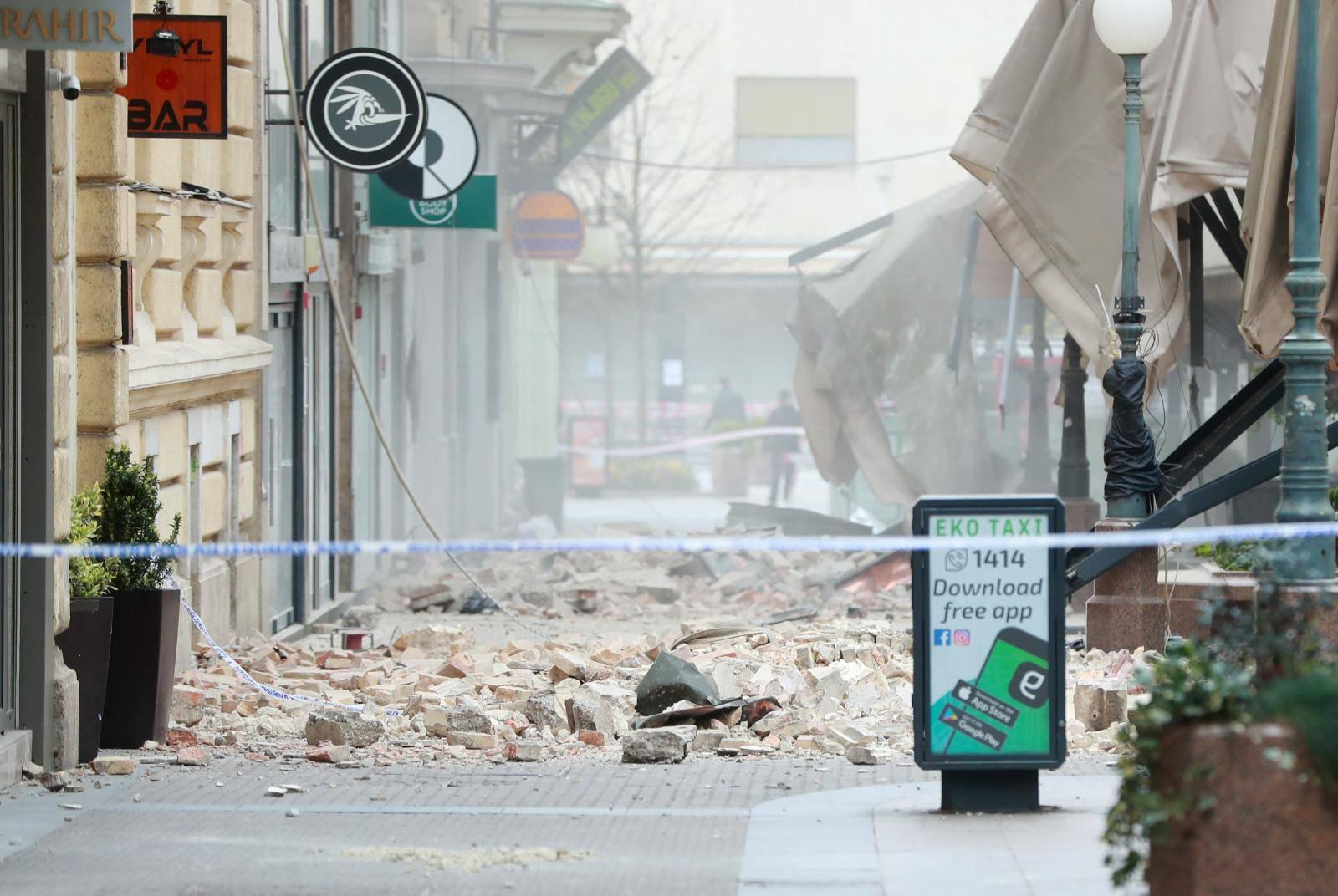 Zagreb: Rušenje pročelja u Bogovićevoj ulice
