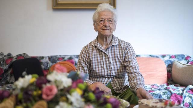 Tek joj je sto godina: Recept za dug život su rad i skromnost