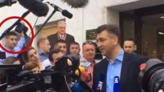 HDZ-ovac torbicom sakrio Tita dok je Plenković davao izjavu