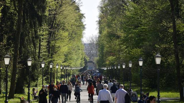 Zagreb: Sunčana subota u parku Maksimir