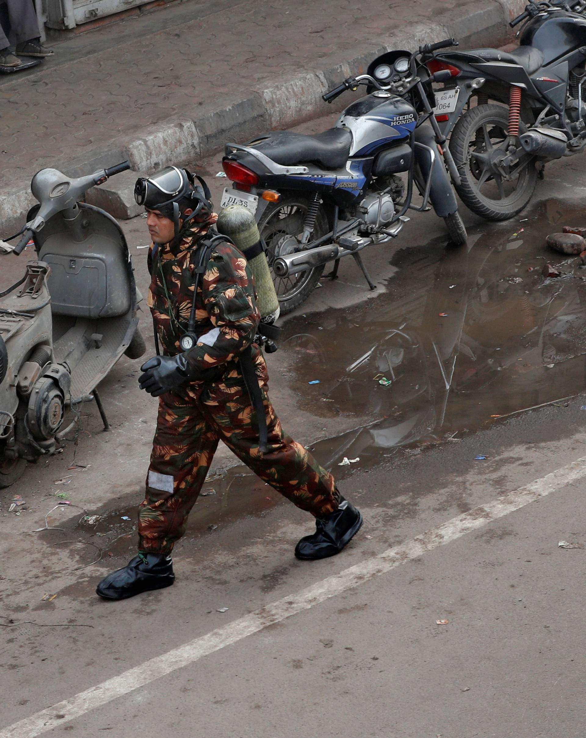 Urušila se zgrada u Indiji: Oko 90 ljudi zarobljeno, ima i djece
