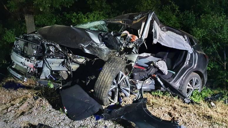 Strava kod Sv. Roka: Zabio se u betonski stup. Auto je smrskan. Vozač je umro na licu mjesta