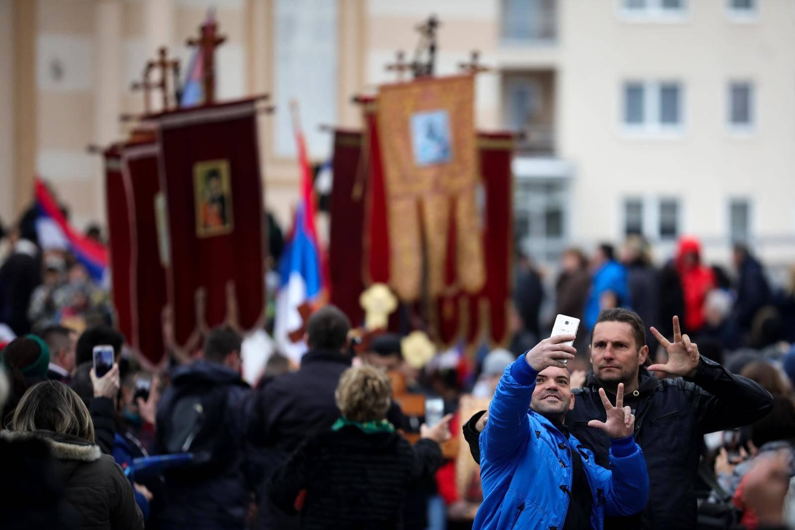 Svećenici okupili više od 200 prosvjednika, u pritvoru su