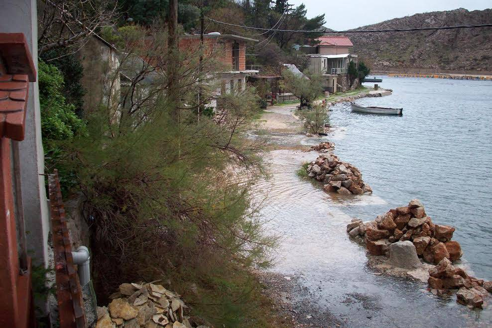 Nulti red do mora: Skoro svaka kiša poplavi kuće u uvali Porat