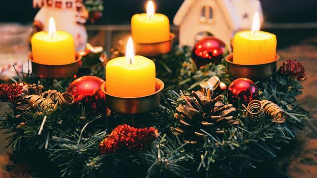 Nekoć je adventski vijenac imao 24 svijeće - evo što danas znače