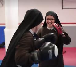 Redovnice boksaju: Časne se bore u ringu jedna protiv druge