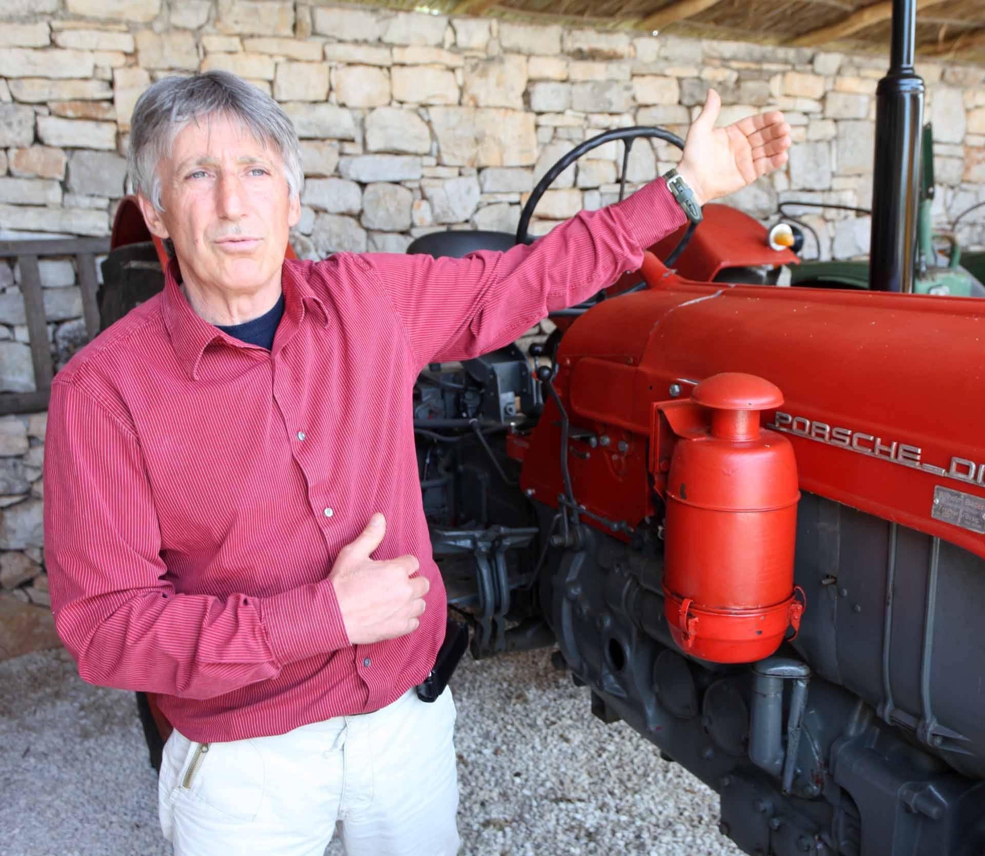 Silvio je naš kralj traktora: U kolekciji ima Ferrari, Porsche...