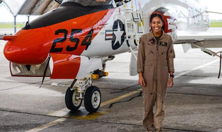 SAD imaju prvu Afromerikanku u kokpitu bojnog zrakoplova, trebalo im je više od stoljeća