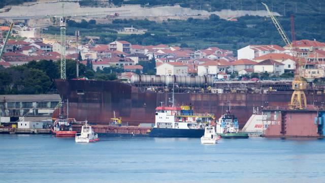 Prosvjedovalo je 30-ak radnika Hrvatske brodogradnje 'Trogir'