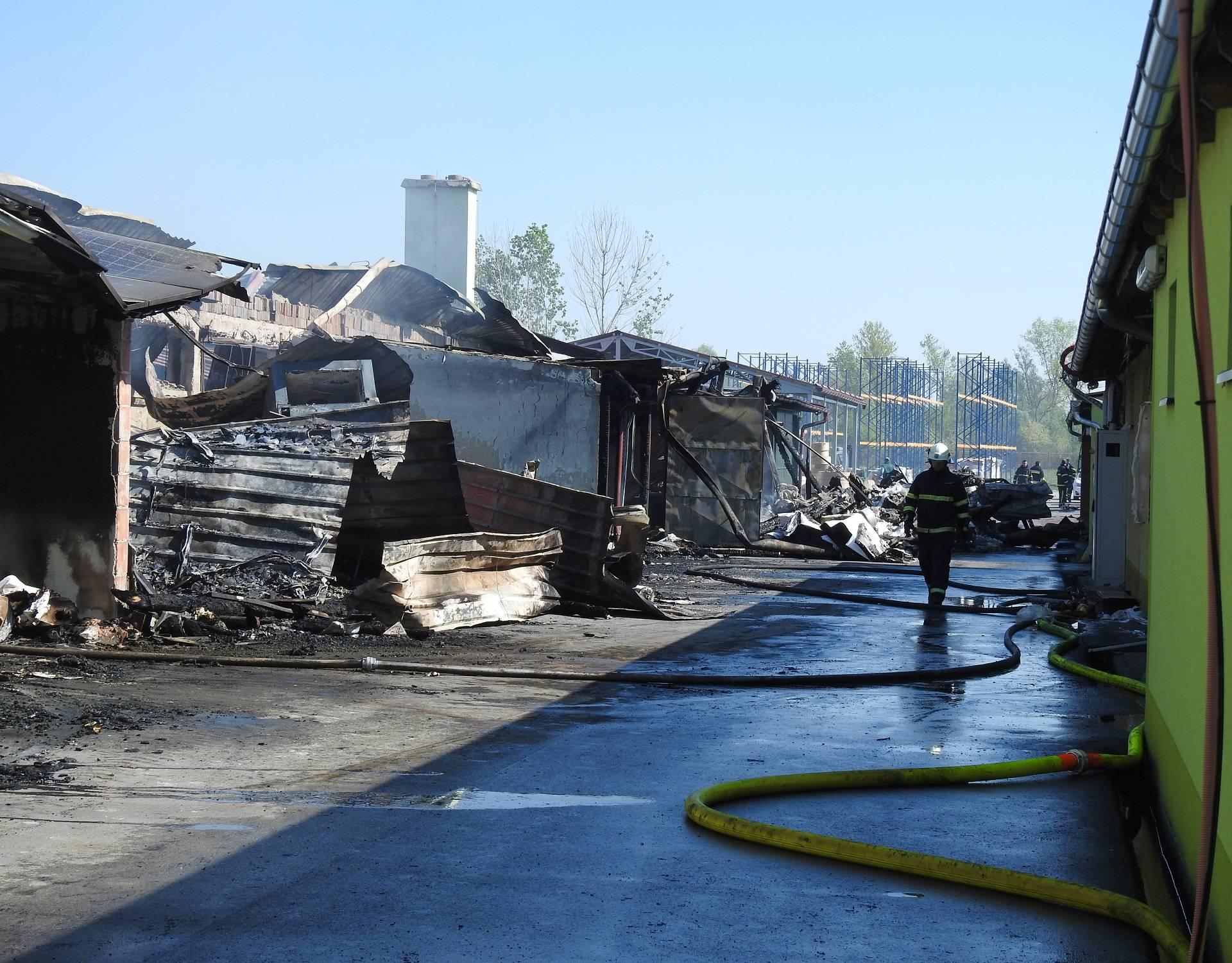 Vatra progutala tvornicu: 'Za 3 sata nestalo 20 godina truda'