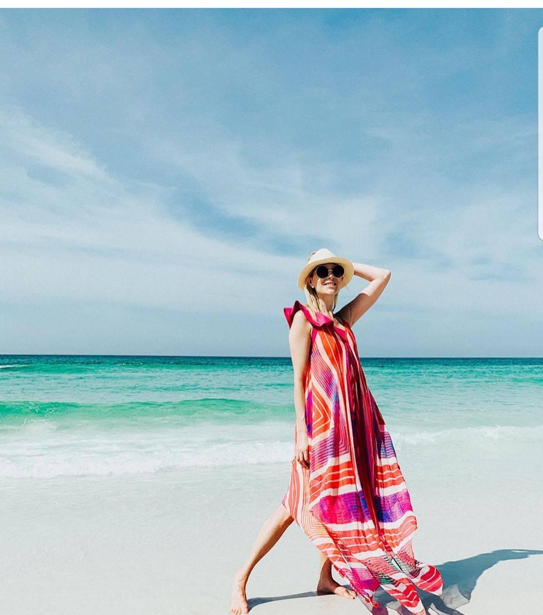 Jarki tonovi: haljina inspirirana divnom tehnikom vodenih boja