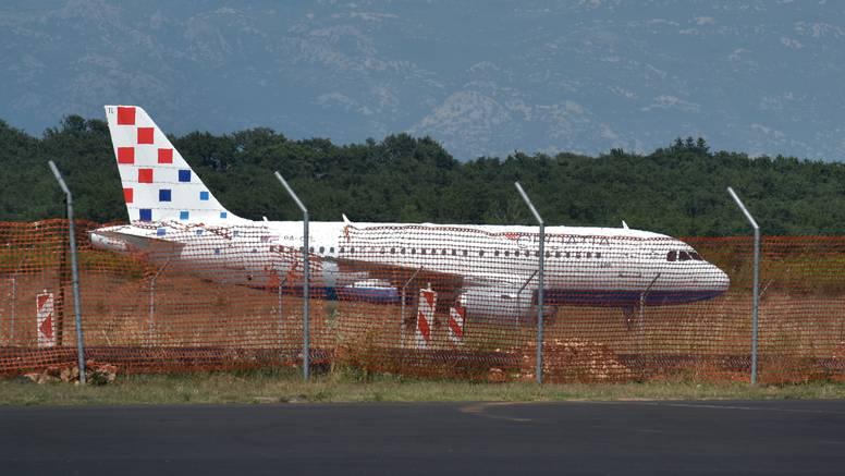 Avion CA u Zadru: 'Čekali smo satima, osjećamo se prevareno'