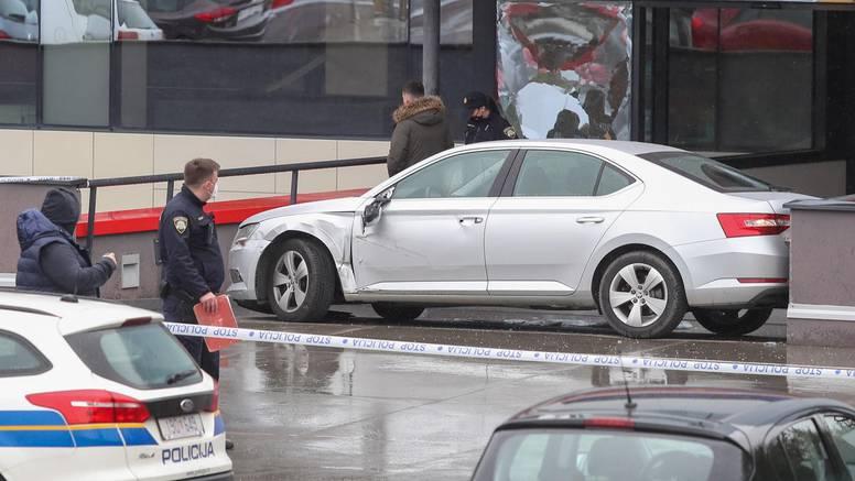 Detalji drame u šoping centru: 'Tukao je prodavača pa nasrnuo na ženu. Bježala  je oko stupa'