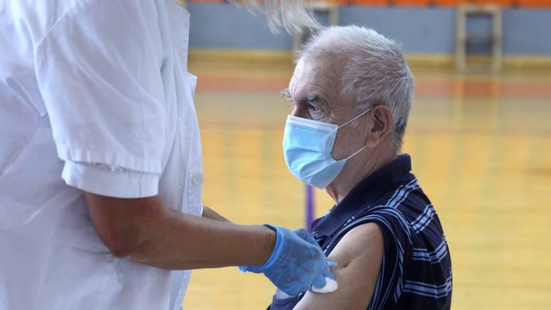 Na jesen cijepljenje trećom dozom za starije i bolesne?
