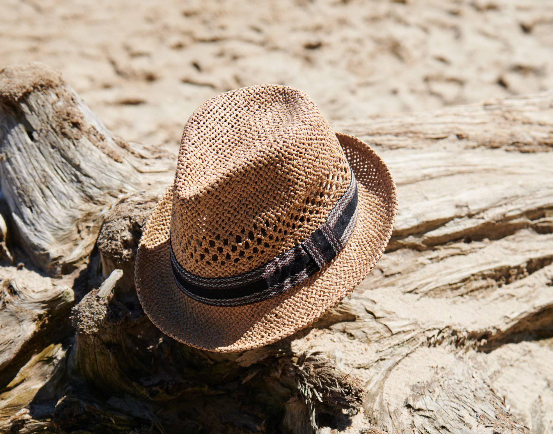 Slamnati šeširi sezone: 10 super bež modela različitih dimenzija