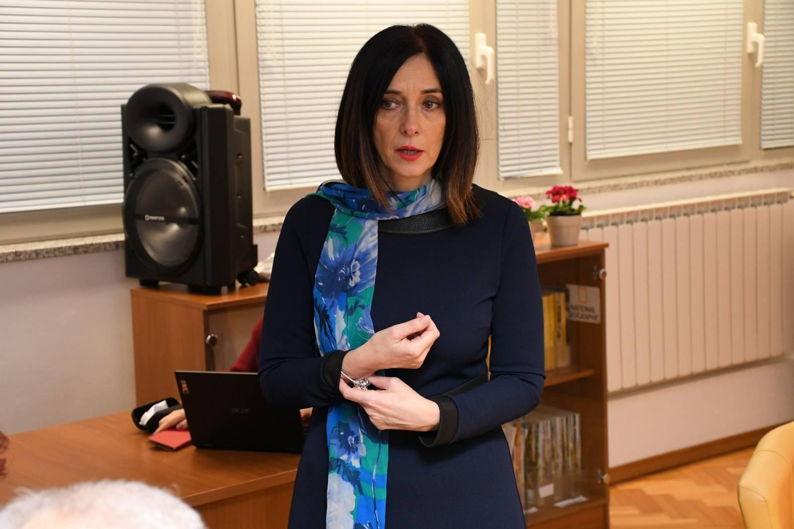 Bjelovar: Ministrica Divjak obišla srednjoškolski centar i održala radni sastanak s učiteljima