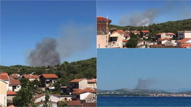 Gori nedaleko Zatona, vatru pomažu gasiti i dva kanadera