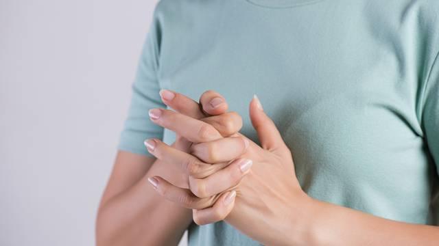 'Lomite' prste na rukama? Zbog toga možete imati manje snage